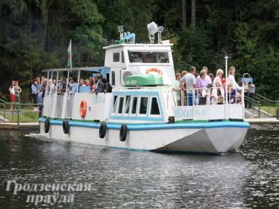 "The motor ship ""Nieman"" opened the season on the Awgustow Canal"